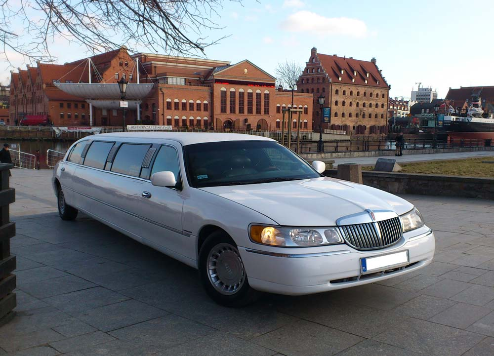 "White Lincoln 120"" stretch limouisne                     Gdansk Airport"